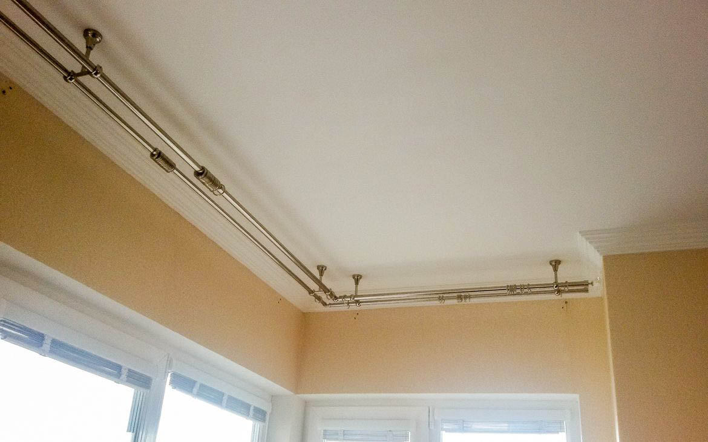 Как крепить шинный карниз к потолку: 14 фото и видео инструк.