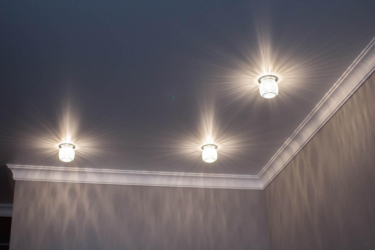 Плинтус на потолок - когда нужен плинтус, что выбрать 7
