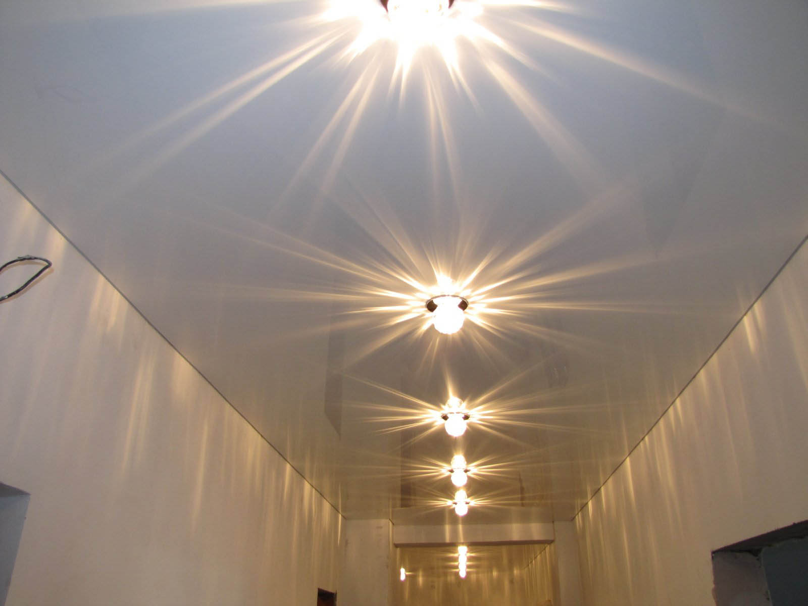 Точечные лампы для натяжных потолков