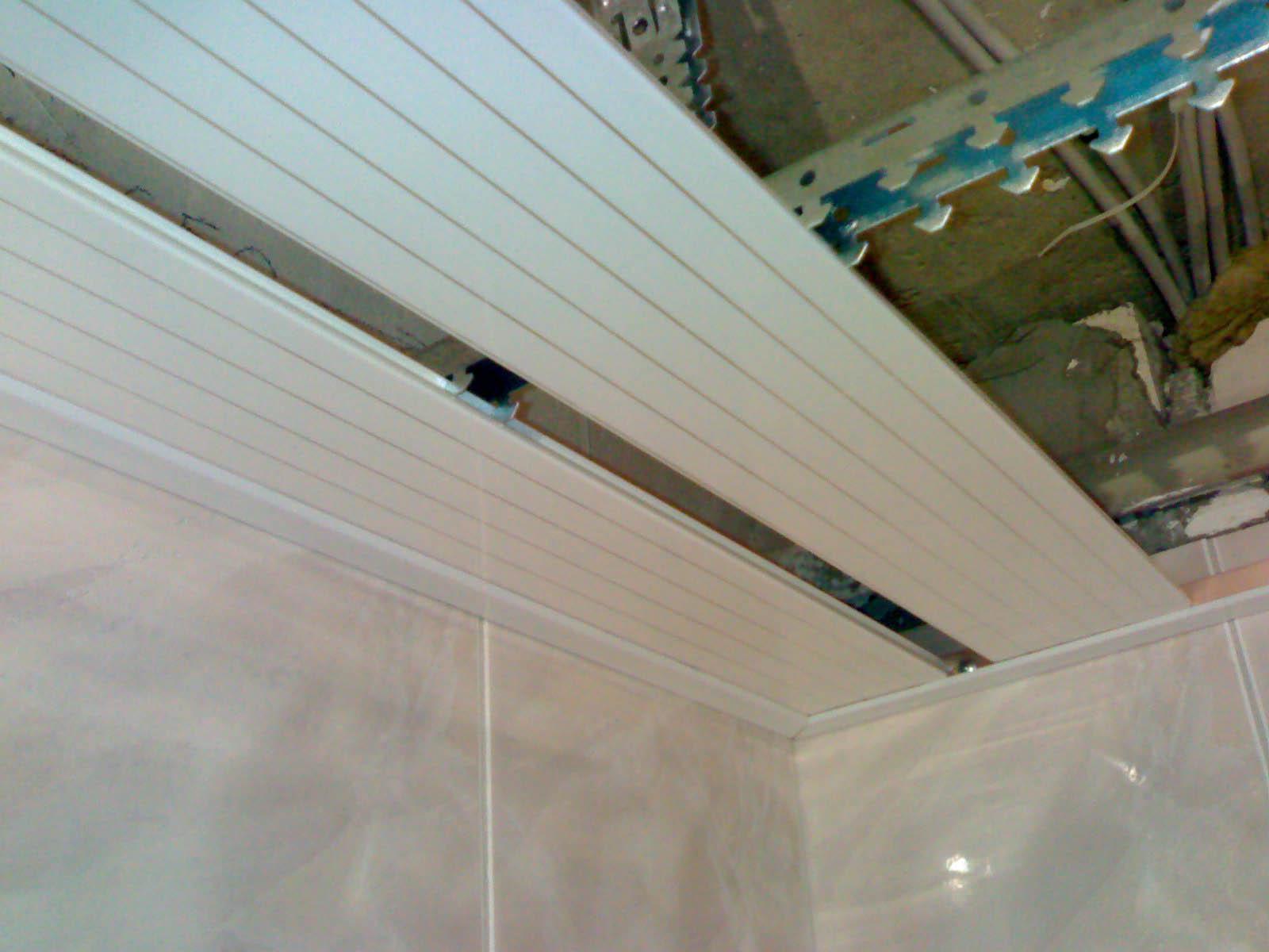 Монтаж пластиковых панелей на потолок в ванной своими руками