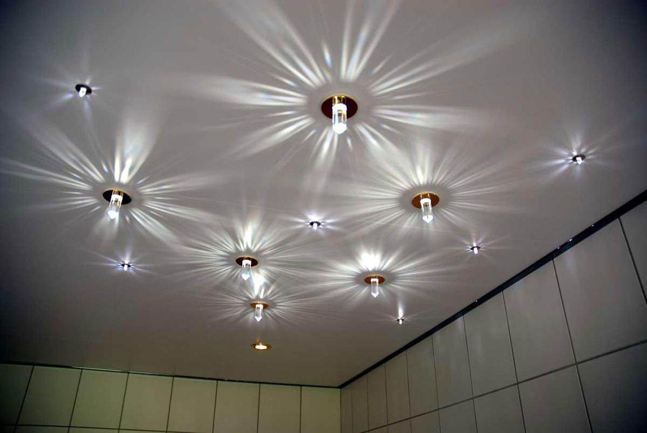 1510841740 1 level ceiling 2 - Популярные схемы расположения светильников