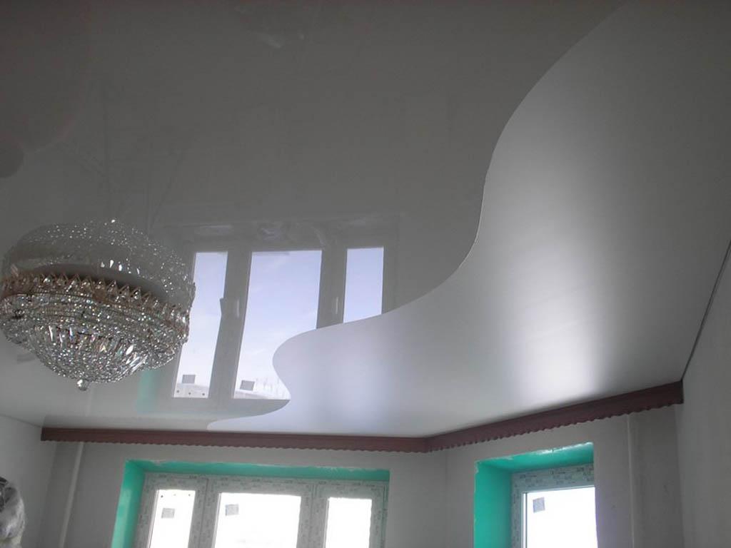 1511962564 590d530ad8b032fc 1024x768 - Двухцветные натяжные потолки в интерьере - тонкости подбора и лучшие примеры