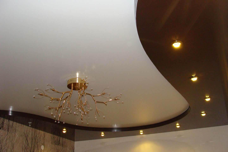 Двухуровневые потолки из гипсокартона для гостиной 43 фото 2-х уровневый потолок с подсветкой идеи 2020 и примеры в интерьере